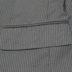外に出された状態のスーツのポケット