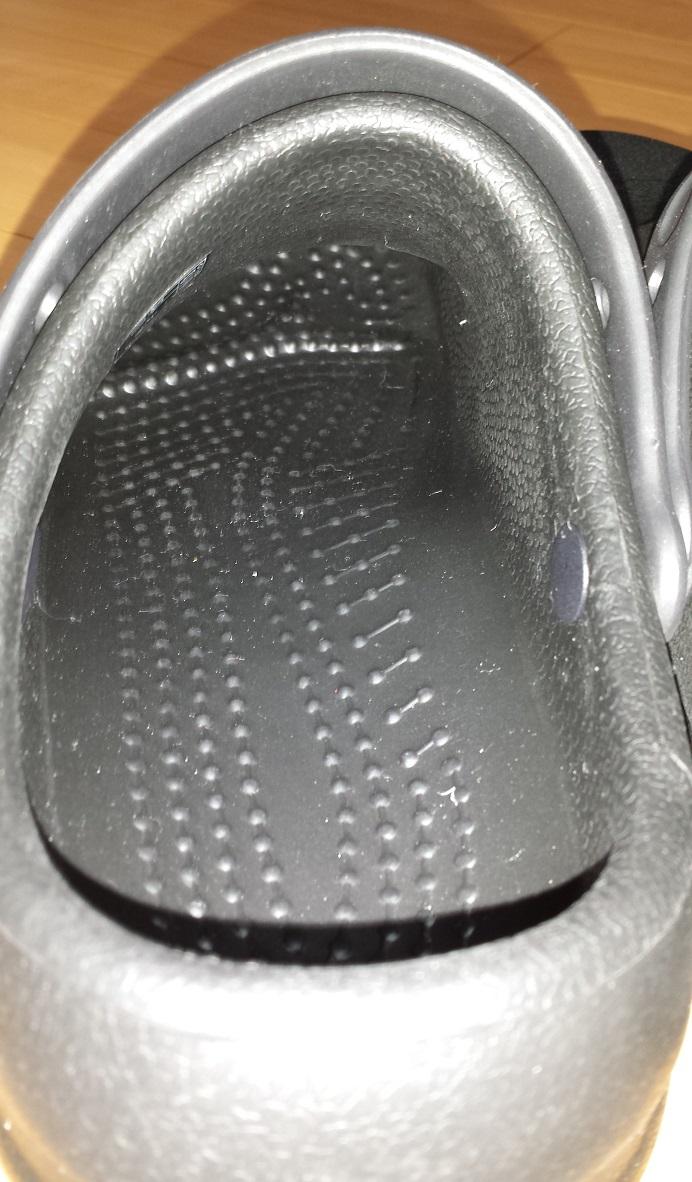 crocs bistro (クロックス ビストロ)の靴の奥まで突起がある様子