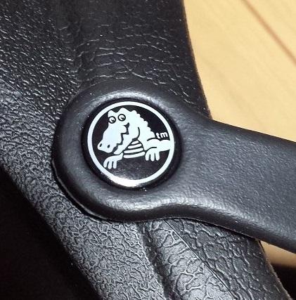 crocs bistro (クロックス ビストロ)のタグのデュークのロゴマーク