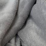マイクロファイバー毛布は軽くとても暖かいのでおすすめ度大!