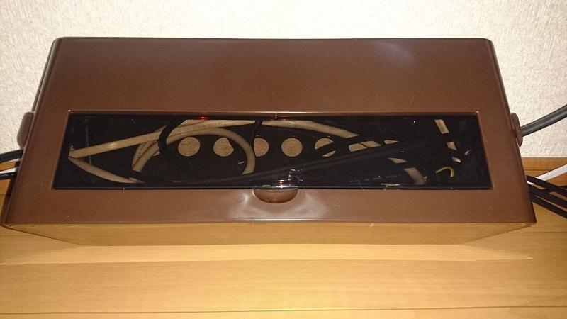 フタを閉めた状態のケーブルボックス