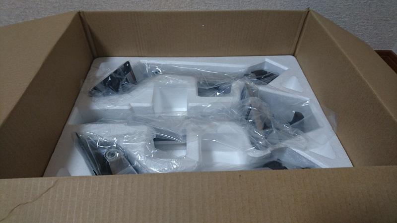 エルゴトロン 45-248-026(デュアル スタッキング)モニターアームのダンボール箱の下段の様子