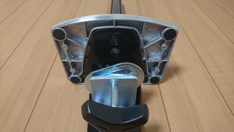 エルゴトロン 45-248-026(デュアル スタッキング)モニターアームの台座の下側にあるゴム足