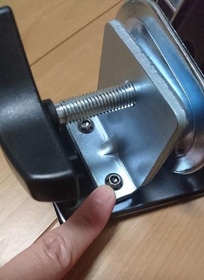 エルゴトロン 45-248-026(デュアル スタッキング)モニターアームのクランプ調整用のボルト