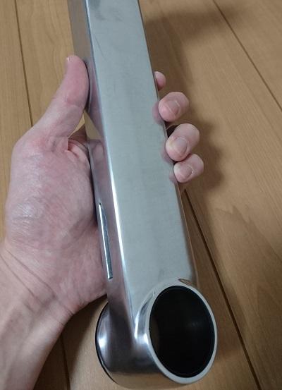 エルゴトロン 45-248-026(デュアル スタッキング)モニターアームの下部パーツの表面加工(ポリッシュドアルミニウム)の様子