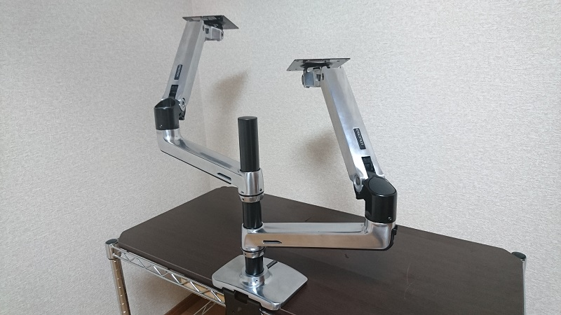 エルゴトロン 45-248-026(デュアル スタッキング)モニターアームの2本目のアームの組付けが完了した状態