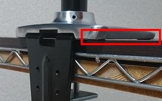 エルゴトロン 45-248-026(デュアル スタッキング)モニターアームを固定したときの台座下部の接触位置を示した図