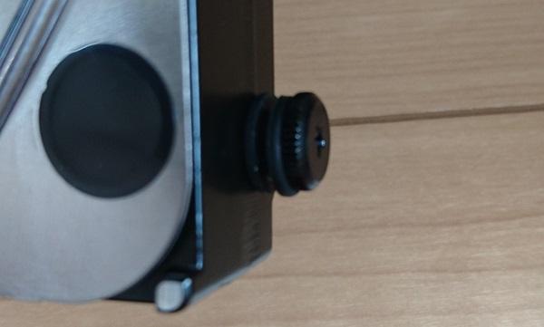 3.5インチ内蔵HDDを装着する場合に使用する特殊なネジとゴムのスペーサー