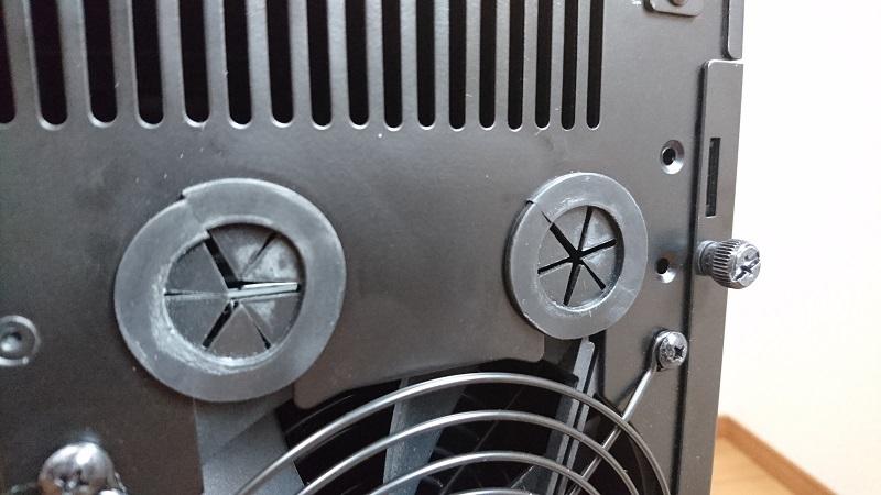 PC-A76Xフルタワーケース背面の水冷PC用のケーブルホール