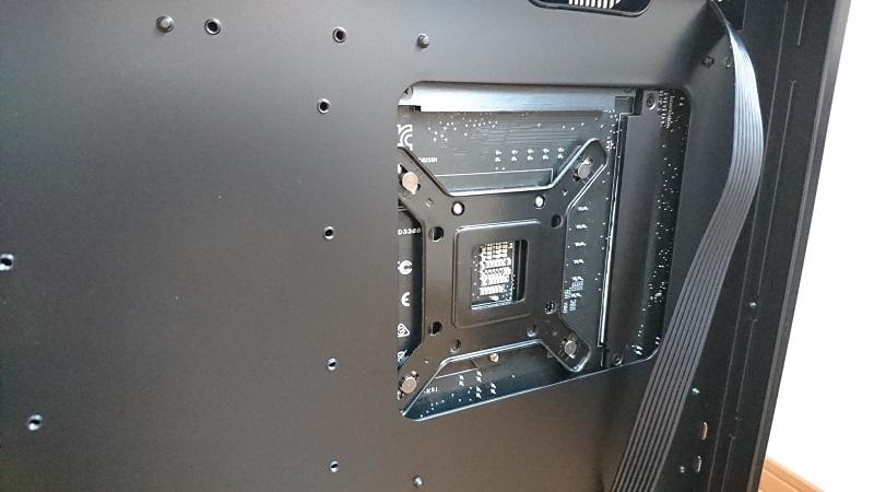 CPU交換用のバックプレート部周辺の穴