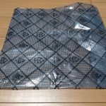 マザーボード梱包用ビニール袋の上での自作PCの組み立ては危険!