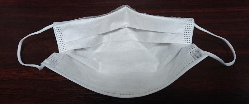 上部を折り曲げたマスクを装着した状態を内側から見た様子