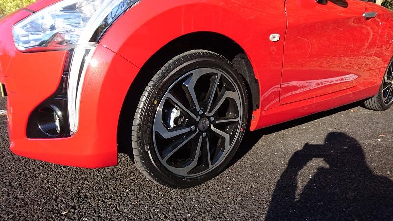赤いコペン(LA400K)のフロントタイヤ