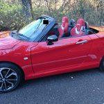 横から見たオープンカー状態の赤いコペン(LA400K)