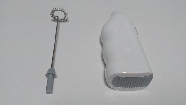 カプチーノミキサーの取っ手部と先端部が分離した状態
