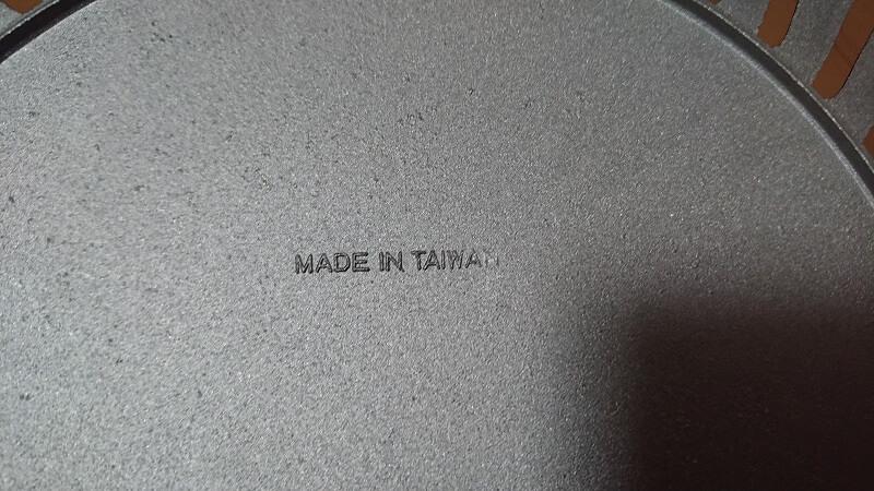 焼肉プレート CB-P-Y2の背面にあるMADE IN TAIWANという刻印