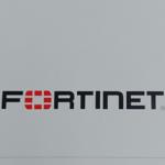 FortiGate 200Eの天板