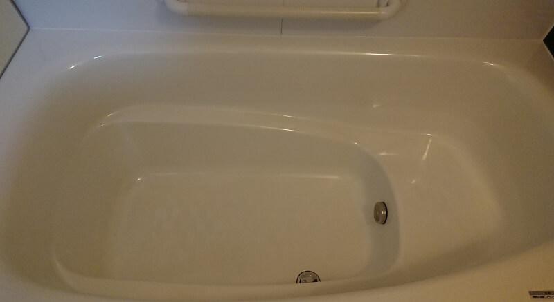 浴槽の内側の足を置く方向に、段(ステップ)があるタイプの浴槽